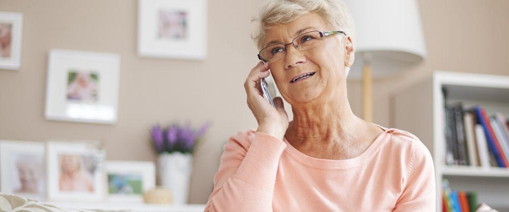 Einsamkeit im Alter: Unterstützung per Telefon