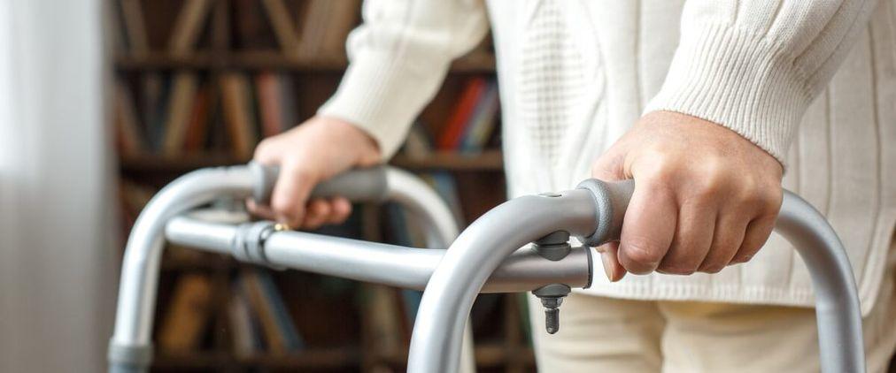 Hilfsmittel in der Pflege: Diese Mittel zahlt die Kasse